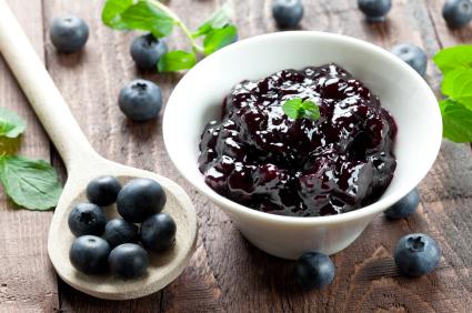 frische Heidelbeerkonfituere / fresh bilberry jam